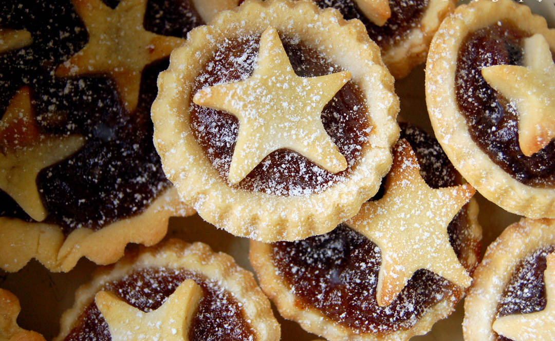 many_mince_pies_with_star_deco